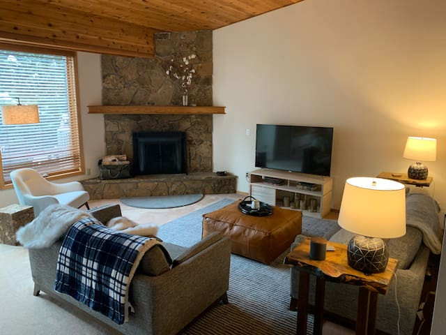The Coziest Family Retreat in Big Sky-Town Center