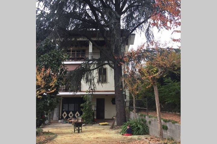 Stanza in villa a 2 km dal centro - Bra - Вилла