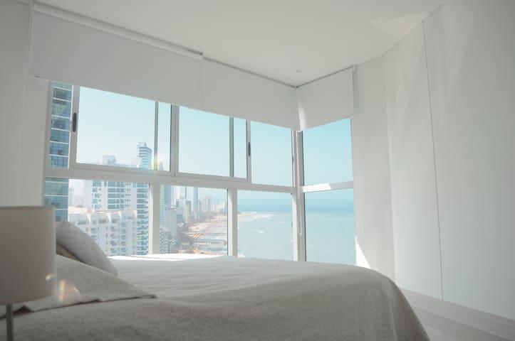 Hermosa vista al mar desde el cuarto principal