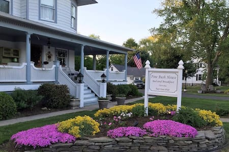 The Chardonnay Suite at Pine Bush House - Pine Bush - Bed & Breakfast