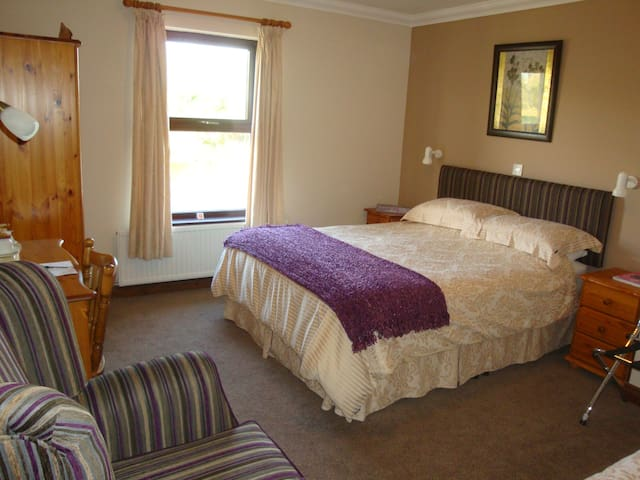Corrigans Shore House, Lough Erne View B&B - Fermanagh - Bed & Breakfast