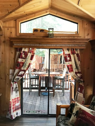 Cedar pines single loft cabin( NO PET FEE )