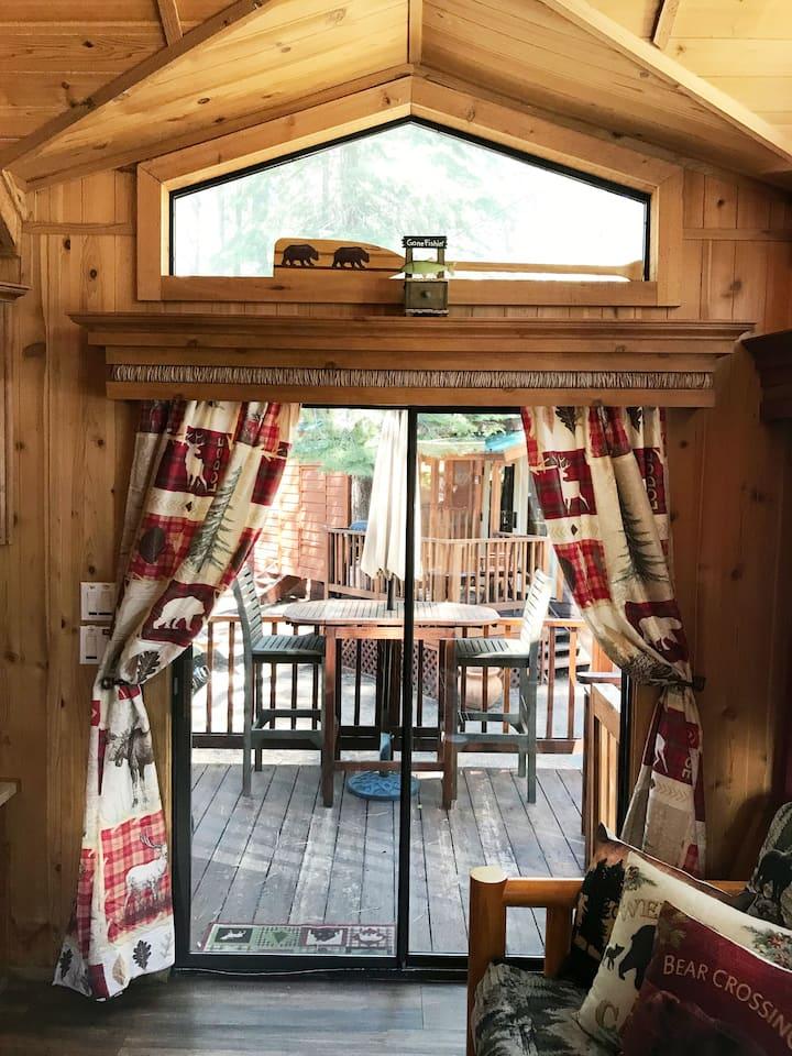 Bear Crossing (pet friendly cabin )