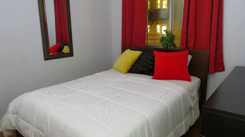 Private Room in Apartment Steps From Concordia - Montreal - Byt