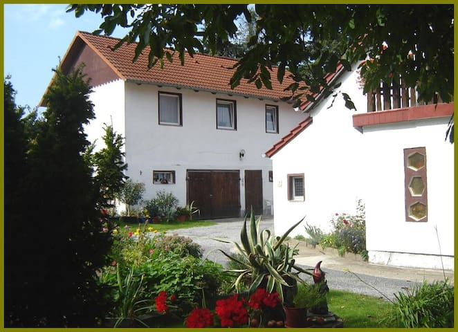 Ferienwohnung-Haus-Waldblick mit Balkon - Neschwitz - Byt