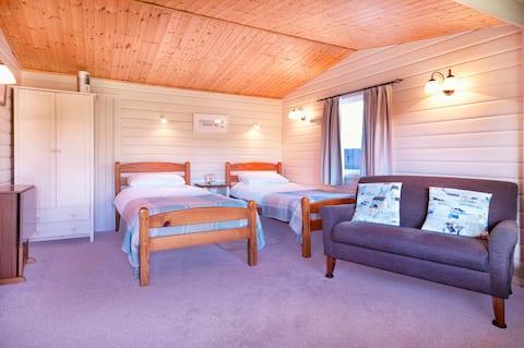 Tunford Cottage Lodge in pretty cottage garden