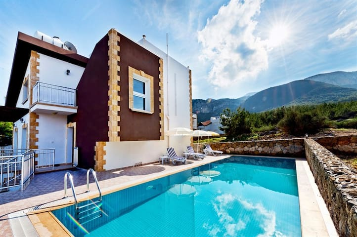 KB404 LUX VILLA IN KYRENIA + POOL - Girne - 別墅