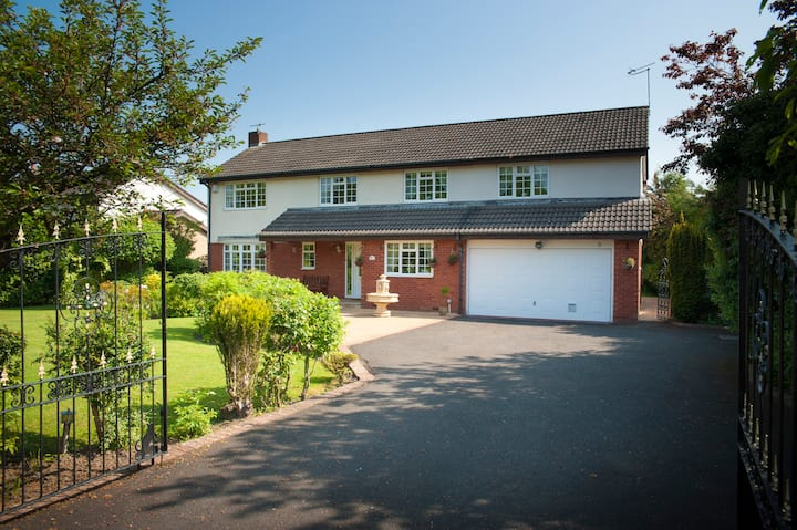 Luxury 4 double bed home in historic Ponteland