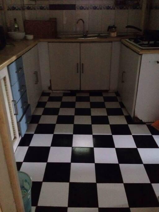 厨房锅具齐全,调料多。楼下就是菜市场可以烹饪做美食。