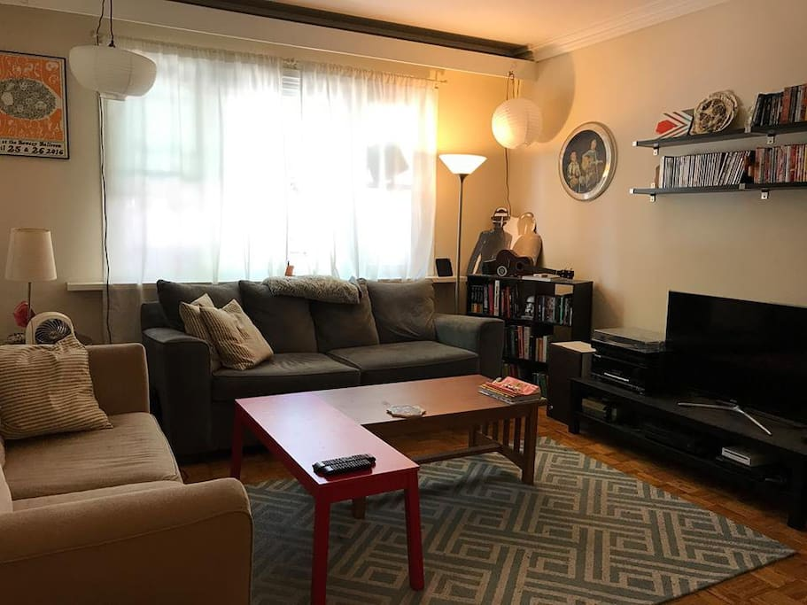 Spacious living room with record player and Apple TV