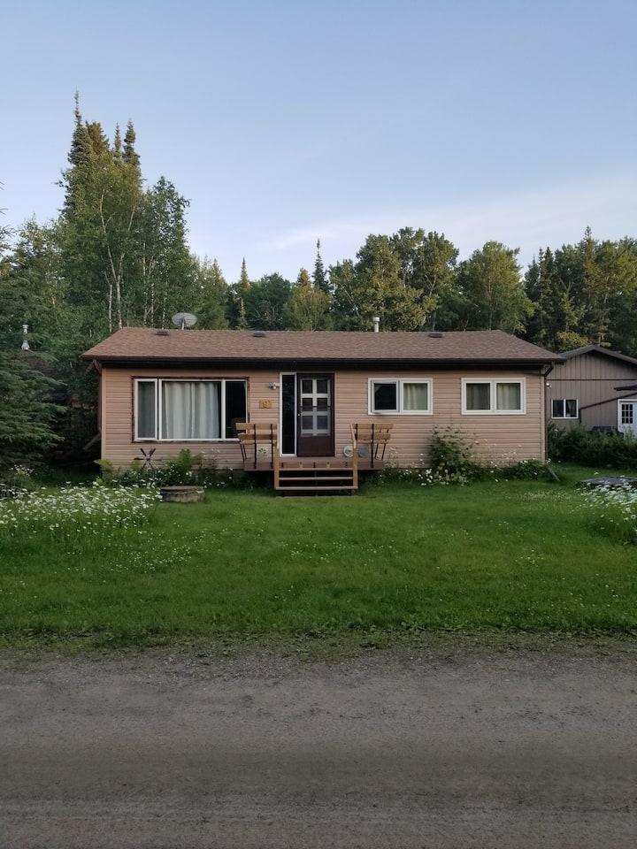 Bungalow cabin in quiet Candle Lake neighbourhood