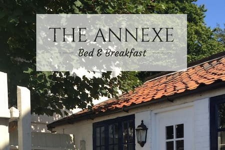 Historic, self-contained annexe on town square - Framlingham