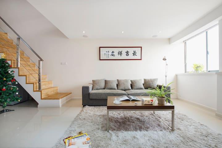 地铁口公园旁的精品复式公寓,11号线直达@上海赛车场@徐家汇@迪士尼 - Shanghai