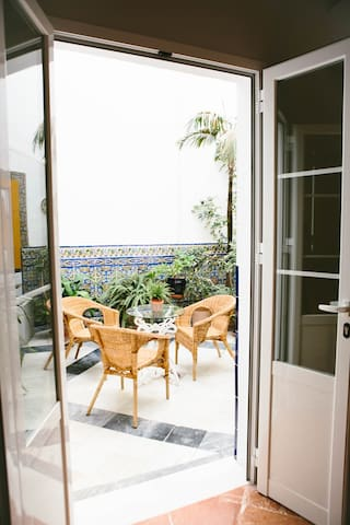 ground floor large open air patio