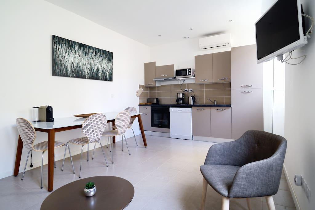 le panier quartier pi ton t2 clim 4 pers appartements. Black Bedroom Furniture Sets. Home Design Ideas