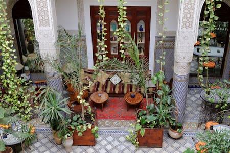 Riad Al BARTAL et table d'hôtes Fès - Bed & Breakfast