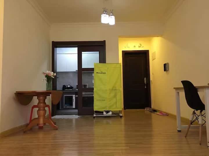 碧桂园精装电梯洋房,干净舒适,适合多人居住,预订从速,即将涨价。
