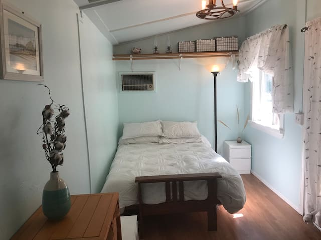 Private Charming Guesthouse in Perfect Location