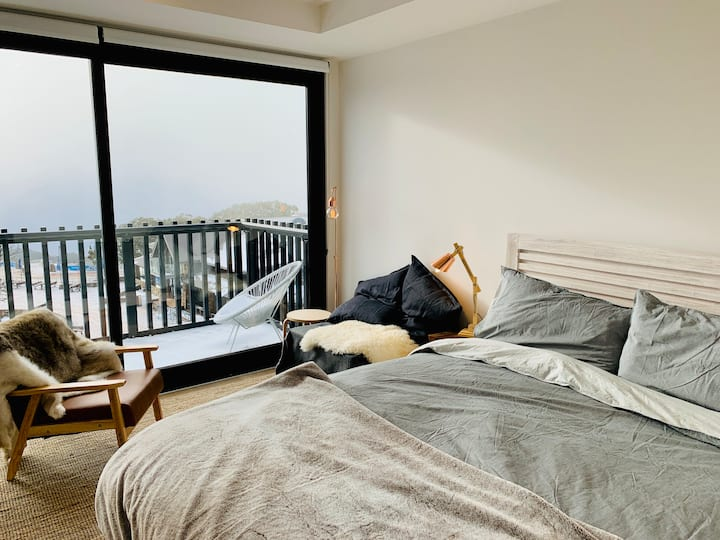 ❄ Kooroora 302 - Studio Apartment ❄