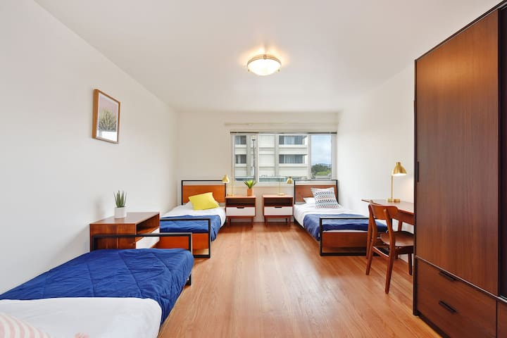 Bed in shared room / non-mixed gender / Coliving