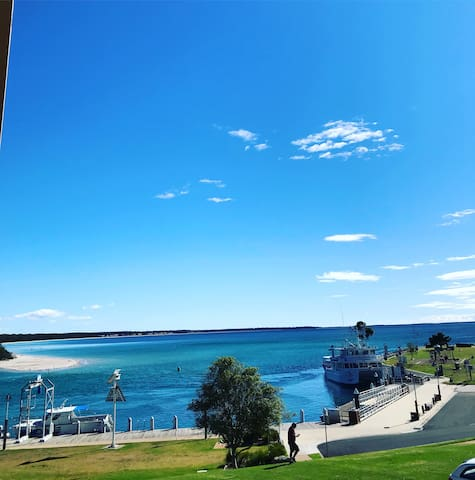 Huskisson 10 minute Drive loads of great shops cafes beaches and views