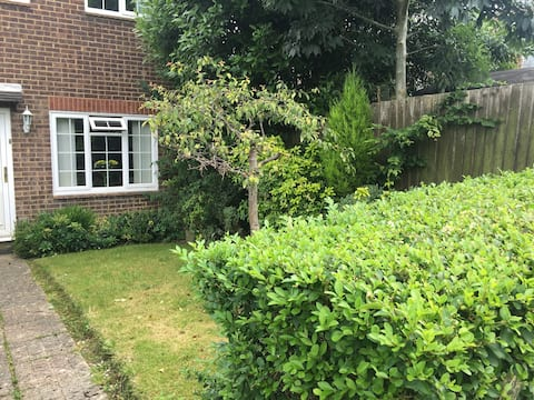 Cosy clean Double room EAST GRINSTEAD near Gatwick