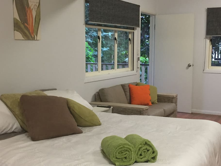 A comfortable studio with Wi-Fi and Smart TV.