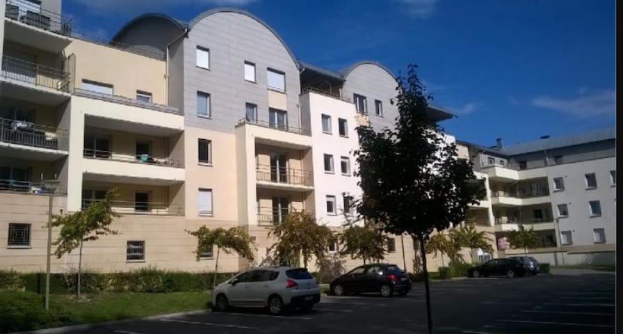 Appartemment avec terrasse fleurie. - Elbeuf - Apartamento