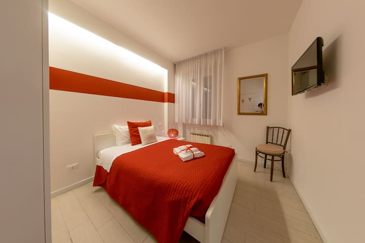 Red Room with private bathroom ID M0230910257