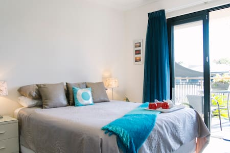 Touch of Class- Close Beach & Cafes - Mermaid Waters - Casa