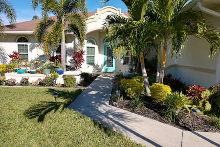 Ft Myers & Sanibel Beaches easy drive Private Room