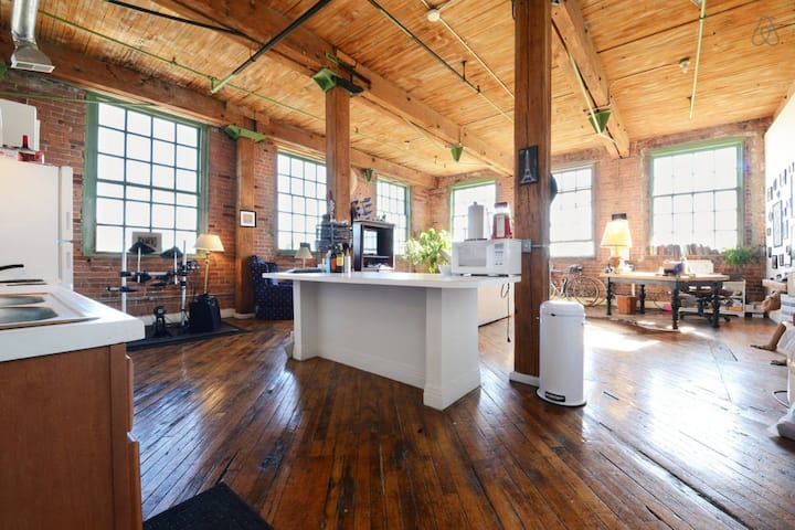 Artsy Factory Loft on the River Near Downtown