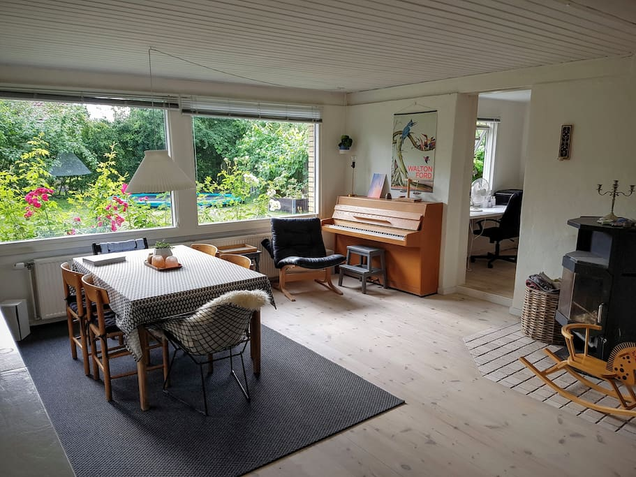 Dining room with direct access to garden