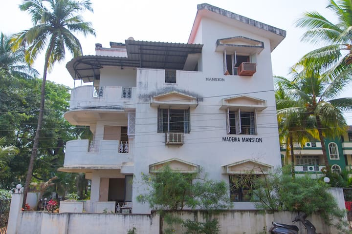 Ground floor 2 bhk not road facing  Candolim Goa