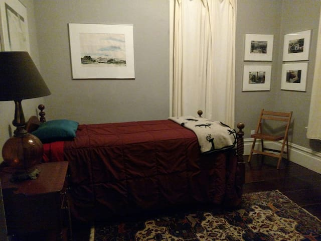 Single Occupancy Room in a Friendly Victorian Home