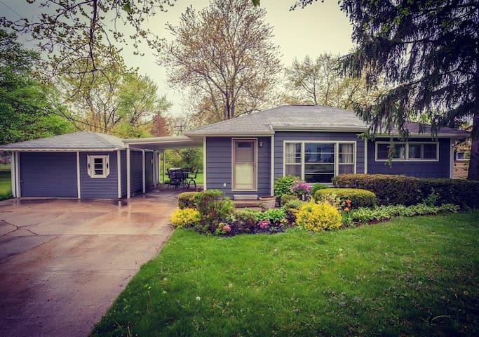 Charming, 3BR home near Ann Arbor