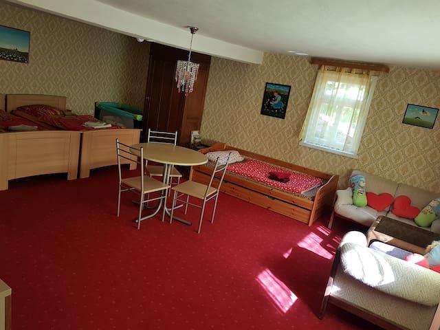 Doppelbett, 1Einzelbett mit zusätzlichen Ausziehbett