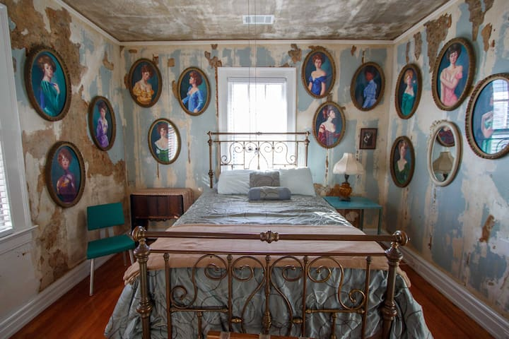 Bordello Room at Chateau Debris - Clarksdale - Casa