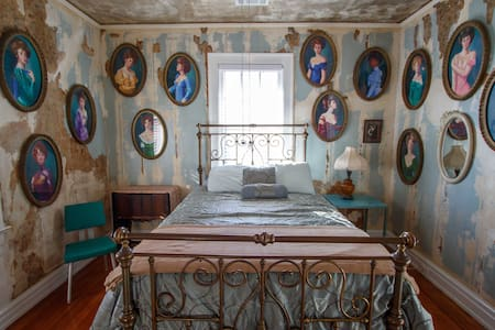 Bordello Room at Chateau Debris - Clarksdale - House