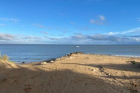 Logement T2 à 15 m de la plage, avec une vue mer