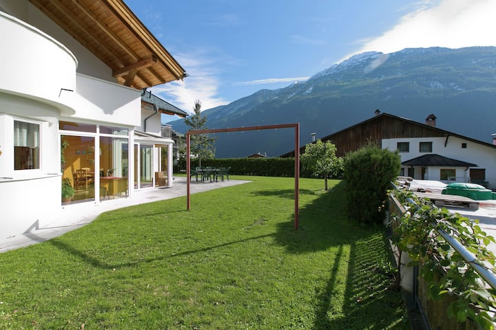 Luxuriöse Villa mit privater Terrasse in Tarrenz
