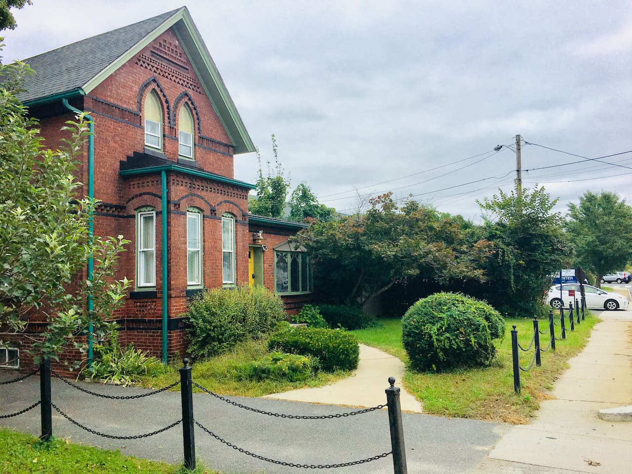 1900 home with easy (200') access off King Street but still quieter than Hotel Northampton:)