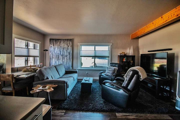 Modern BV Condo with Gas Grill and Fire Pit