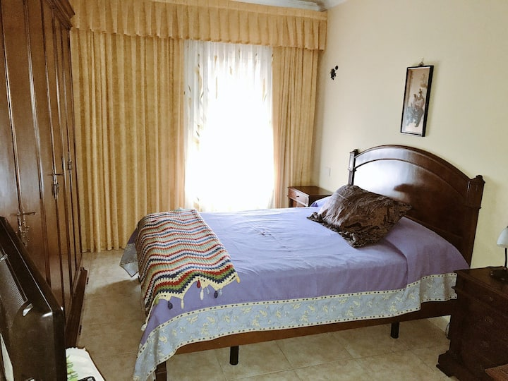 Deluxe room, 1 or 2 people with private bathroom.