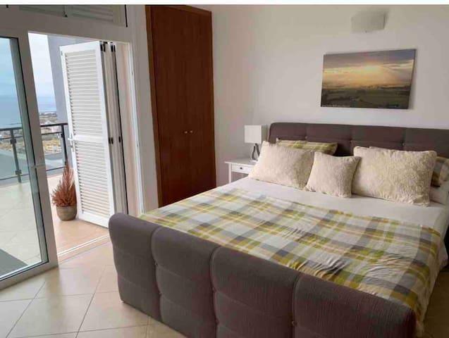 Master En-suite Ocean / Sunset View balcony room