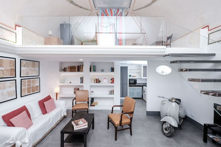 The cosy studio with an original 50's Vespa