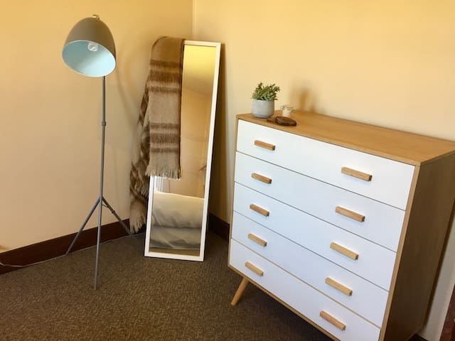 Spacious one bedroom in Mayfield - Mayfield - Dom
