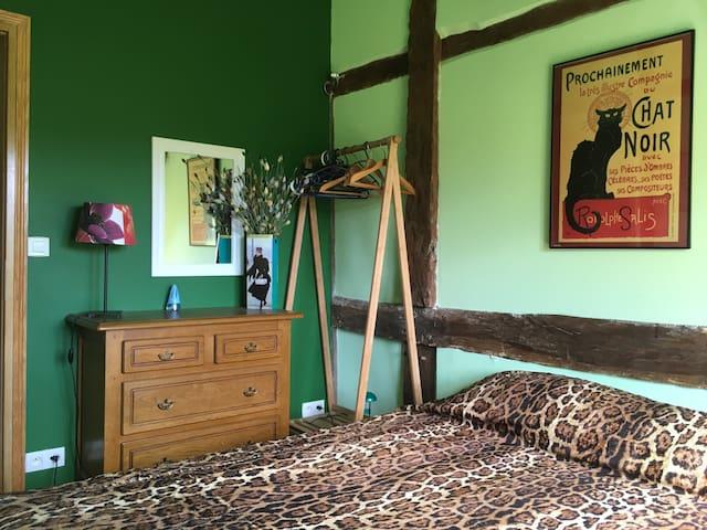 Upstairs double bedroom/twin beds