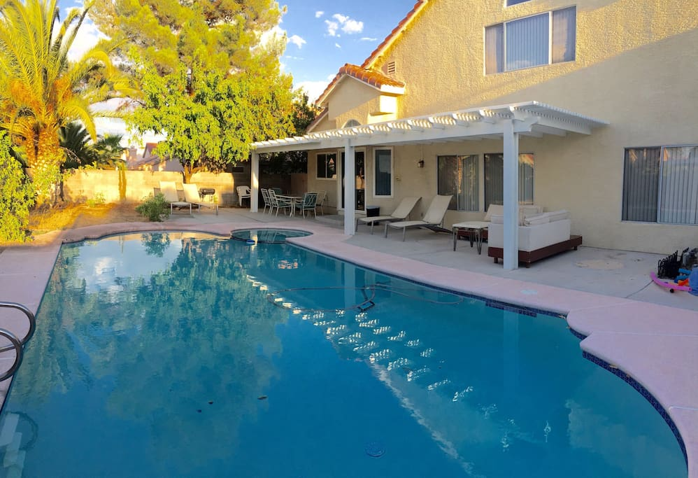 r1  house near strip with pool