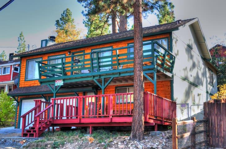 Cozy Cabin Full of Fun - Lake,Marina,Village,Slope